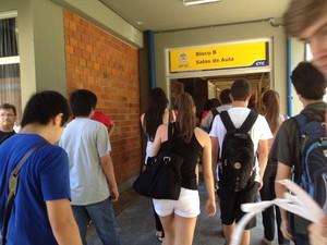 Primeiros candidatos entram no CTC (Foto: Joana Caldas/G1)
