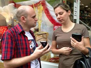 Pedagoga Luana Tota aprovou o aplicativo (Foto: Marcelo Mora/G1)
