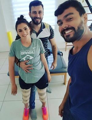 Lais Souza posa em pé (Foto: Reprodução/Instagram)