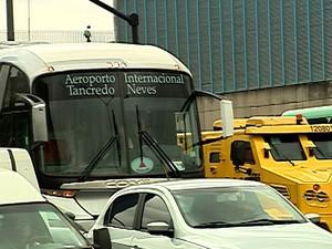 Única opção de transporte coletivo para Confins, ônibus convive diariamente  com congestionamentos (Foto: Reprodução/TV Globo)