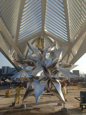 Escultura Frank Stella do Museu do Amanhã