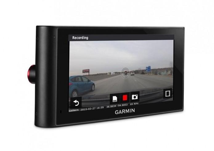 Câmera está constantemente gravando imagens do percurso (Foto: Divulgação/Garmin)