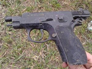pistola apreendida divinópolis (Foto: Polícia Militar/ Divulgação)