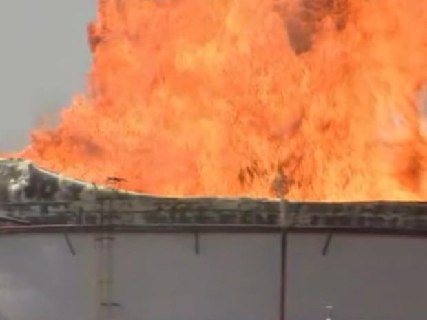 Incêndio começou por volta das 8h (Foto: Reprodução/TV TEM)