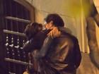 Penélope Cruz e Javier Bardem trocam beijos quentes em Madri