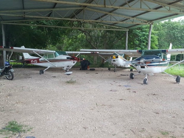 Aeronaves apreendidas no aeródromo sequestrado de Corumbá (Foto: PF/ Divulgação)