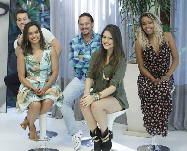 Famosos assistem aos colegas fazendo a prova final do Super Chef (Foto: Raphael Dias/TV Globo)