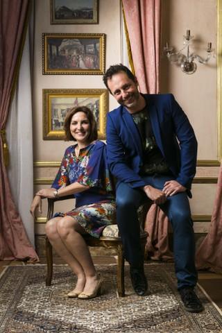 os autores da novela 'Novo Mundo', Thereza Falcão e Alessandro Marson, apostaram na aventura do amor jovem para atrair a atenção do público teen (Foto: TV Globo/Divulgação)