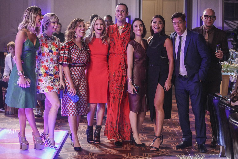 Muitos fashionistas no capítulo de amanhã, incluindo Heleninha Bordon e Maria Prata (Foto: TV Globo/Divulgação)