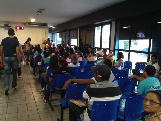 Candidatos lotaram a agência do Sine-PI para concorrer às vagas de emprego em Teresina (Foto: Gil Oliveira)