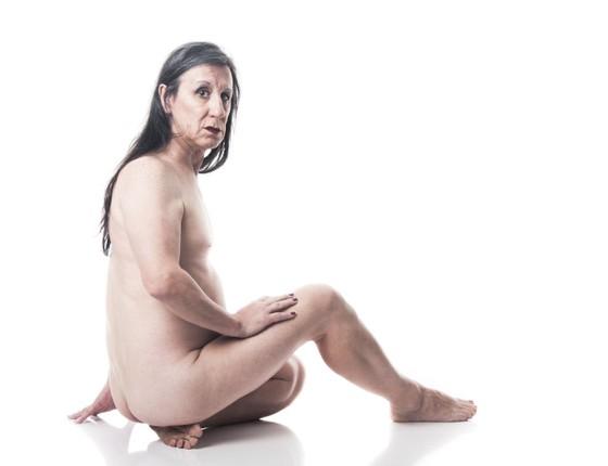 Laerte Coutinho diz que começou a se sentir feminina ao se despir da roupa de homem que são os pelos do corpo (Foto: Rafael Roncato)