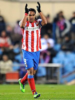 Falcao Garcia comemora gol do Atlético de Madri sobre o La Coruña (Foto: AFP)