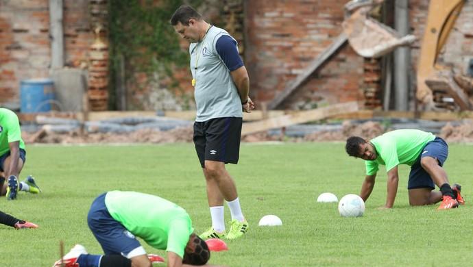 Roberto Fernandes mostra preocupação com time do Remo (Foto: Akira Onuma/O Liberal)