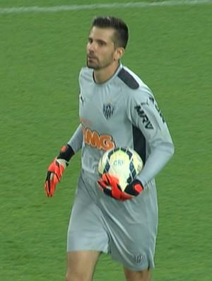 Goleiro Victor em ação pelo Atlético-MG diante o Flamengo (Foto: Reprodução/TVGLOBO)