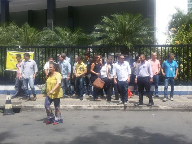 Servidores fazem protesto em frente ao prédio da Receita Federal em Salvador (Foto: Divulgação/ Sindireceita)