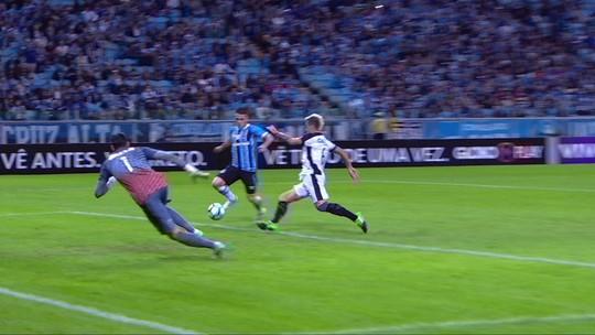 """Cortez ganha sequência na lateral do Grêmio e quer mostrar valor """"jogo a jogo"""""""