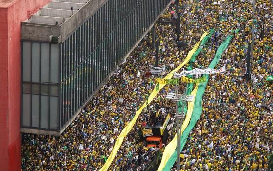 Manifestação anti PT e anti Dilma na Avenida Paulista dia 15 de março às 14:56 (Foto: Rogério Cassimiro/ÉPOCA)