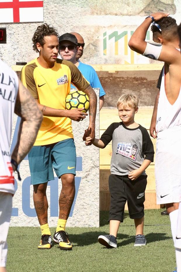 Neymar e Davi Lucca (Foto: Francisco Cepeda/AgNews)