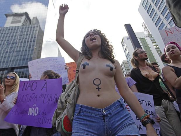 Manifestantes participam da 3ª Marcha das Vadias, que acontece neste sábado, 25, na Avenida Paulista, em SP (Foto: Cris Faga/Fox Press Photo/Estadão Conteúdo)