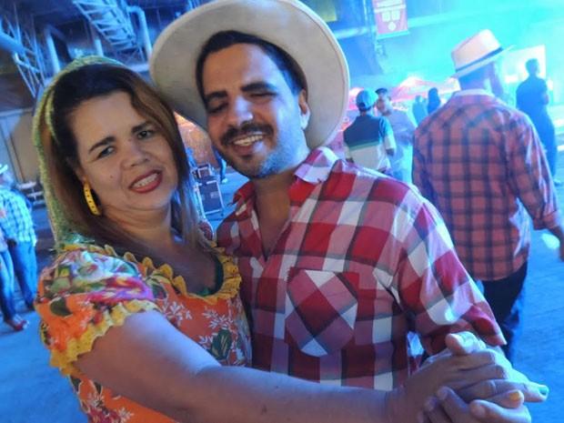 Cláudia Alvez e Roberto Cabral já estão no clima de férias (Foto: Luna Markman/G1)