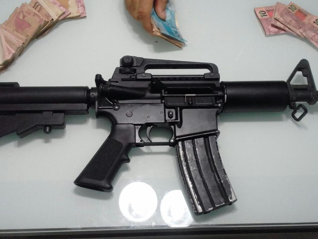 Segundo a PM, fuzil é de uso restrito das Forças Armadas (Foto: Divulgação/PM)