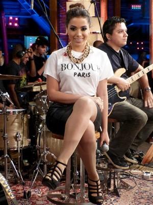 Anitta no palco do programa (Foto: Na Moral / TV Globo)