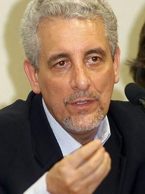 Henrique Pizzolato, ex-diretor de marketing do Banco do Brasil, em depoimento na CPI dos Correios, em 2005 (Foto:  José Cruz/ABr)