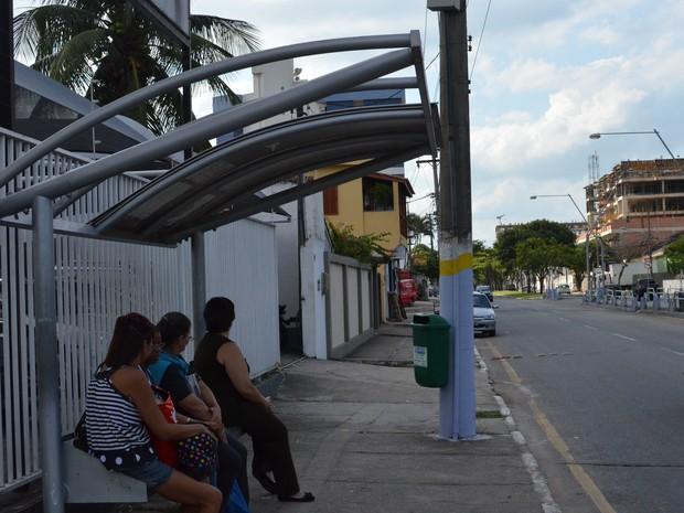 Ponto de ônibus na Av. 28 de Março. (Foto: Letícia Bucker/ G1)