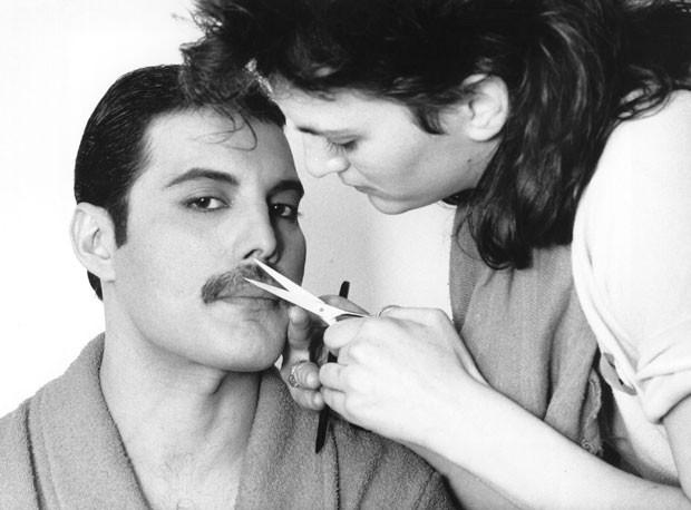 Será que um bigo, como o do Freddie, combina com seu tipo de rosto? (Foto: Getty Images)