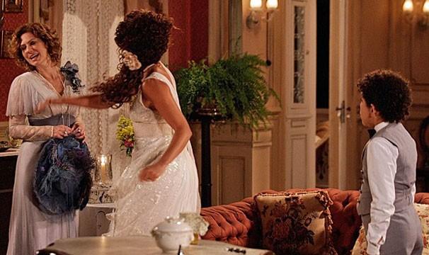 Isabel dá um tapão em Constância. Reta final!! (Foto: Divulgação/TV Globo)