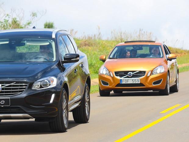 Teste consistia em seguir o carro da frente (Foto: Divulgação/Volvo)