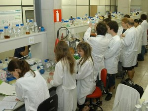 O laboratório de genômica, no Instituto de Biologia da Unicamp (Foto: Antonio Scarpinetti / Unicamp)