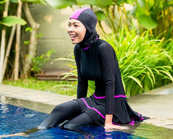 """Mulher veste o """"burquíni"""", traje de banho de mulçumanas (Foto: Thinkstock)"""