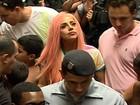 Lady Gaga chega ao Rio para show e mostra clipe que fez na cidade