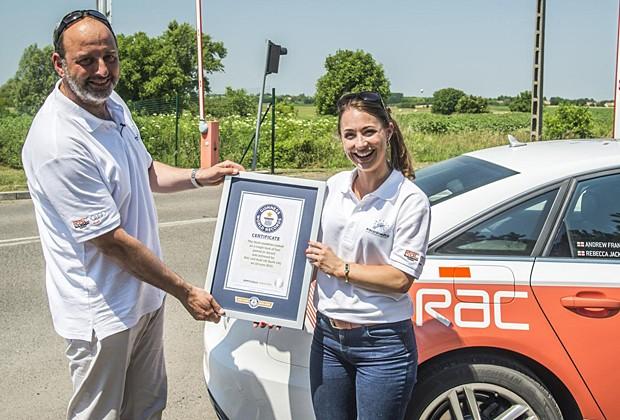 Jornalista e piloto de testes foram os motoristas (Foto: Divulgação)