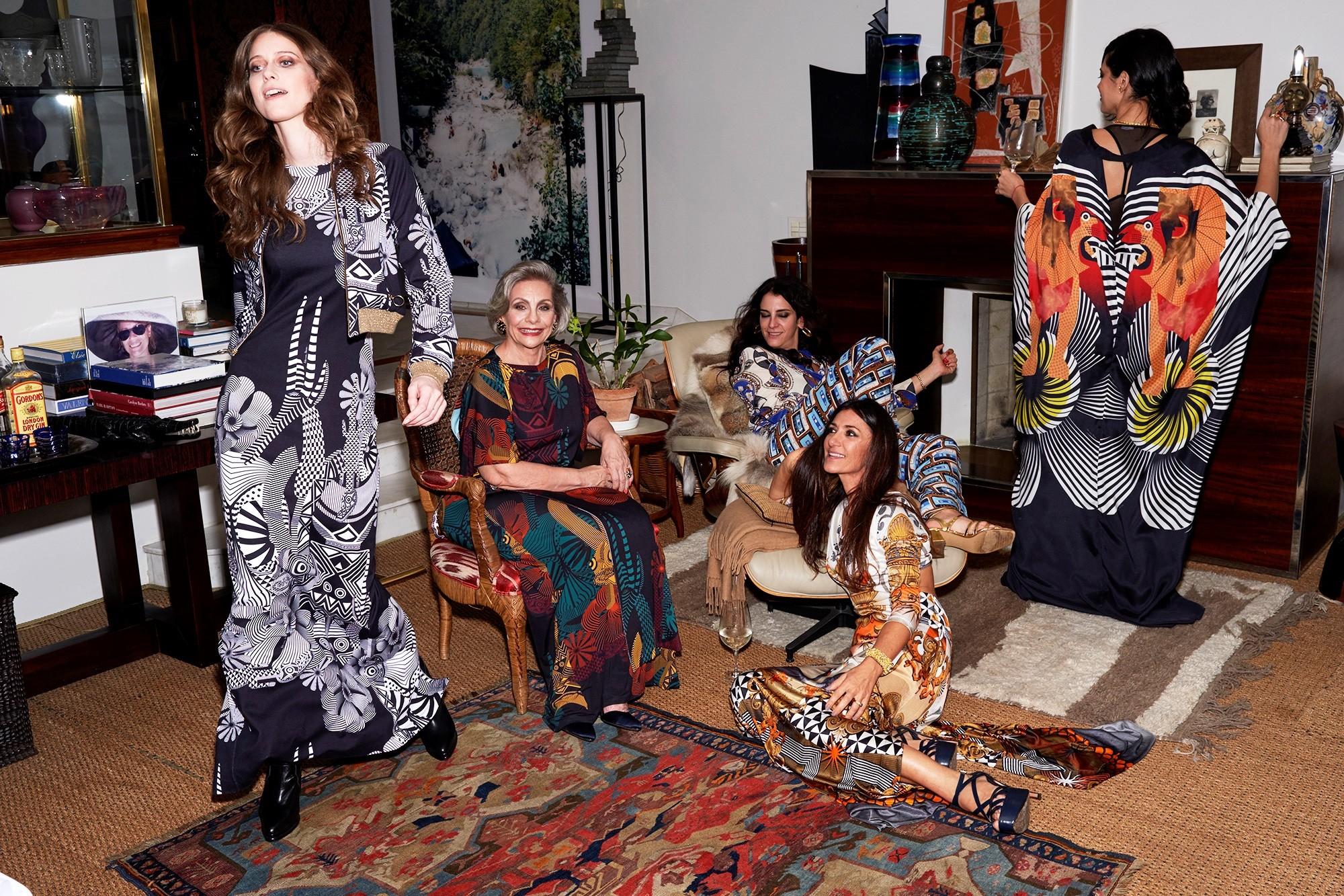 Adriana Barra reúne fashionistas em campanha de inverno 2017  (Foto: Divulgação)