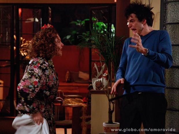 Márcia fica indignada ao saber que Félix orquestrou golpe (Foto: Ellen Soares/ TV Globo)