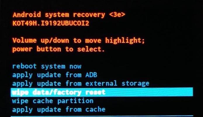 Um Hard Reset pode reviver um Samsung Galaxy S4 Mini (Foto: Reprodução/Murilo Molina)