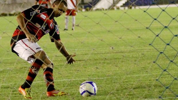 gol de warley do campinense (Foto: Leonardo Silva / Jornal da Paraíba)