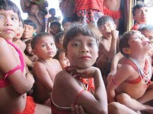 Indígenas em pelotão de fronteira do Exército (Foto: Tahiane Stochero/G1)