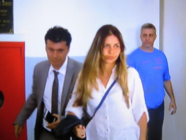 Mulher prestou depoimento à polícia nesta terça-feira (Foto: Guilherme Lucio/G1)