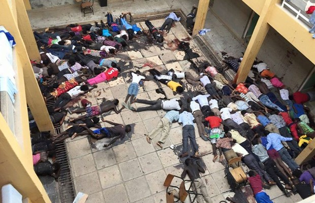Imagem postada no perfil de Nana Yaw Buobu mostra o que seriam corpos após o ataque à universidade em Garissa (Foto: Reprodução/Facebook/Nana Yaw Buobu)