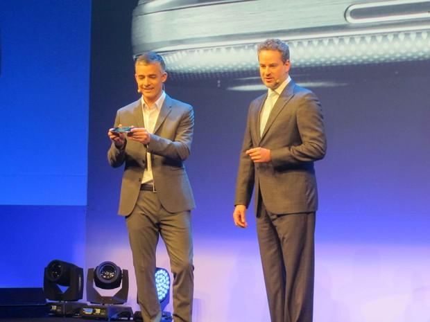VP de Telecom da Samsung, Michel Piestun participa de apresentacao ao lado de Dan Stubach (Foto: Gabriel Barreira / G1)