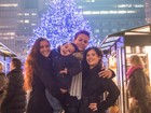 Nana Gouvêa curte clima de Natal em Nova York com os enteados