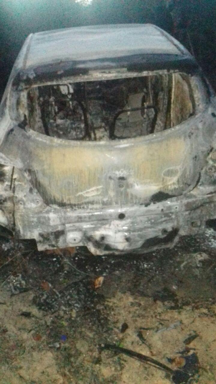 Carro é encontrado carbonizado com dois corpos na mala (Foto: G1 RN)
