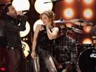 Thalia e Ricky Martin se apresentam em prêmio de música