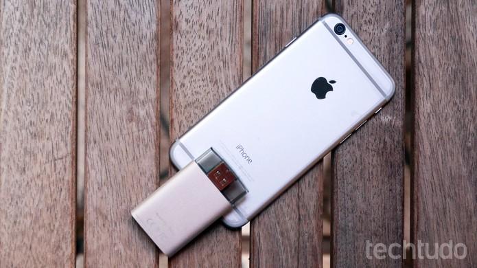 O teste do iXpand foi feito com um iPhone de 16 GB e o resultado foi satisfatório (Foto: Lucas Mendes/TechTudo)