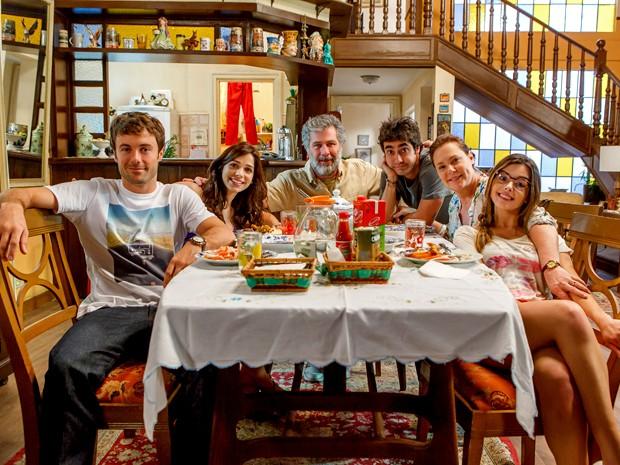 Com nomes de países, família Pereira vai passar apertos em Alto Astral (Foto: Artur Meninea/ TV Globo)