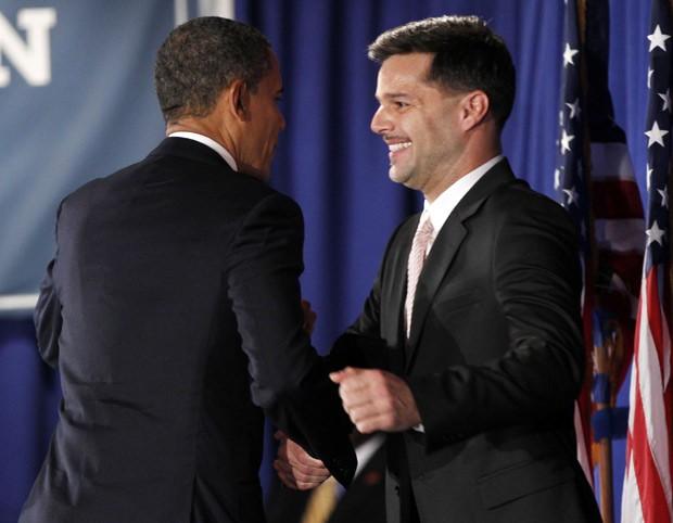 Presidente Obama é apresentado pelo cantor Ricky Martin durante evento de campanha do Conselho de Liderança LGBT, em Nova York (Foto: Pablo Martinez Monsivais / AP)