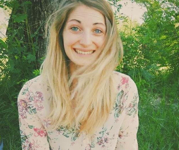 A italiana Caterina Alzetta morreu após seu cabelo ficar preso no volante do carro. Ela perdeu o controle do veículo e avançou contra pista contrária, se envolvendo em acidente (Foto: Reprodução/Facebook/Caterina Alzetta)